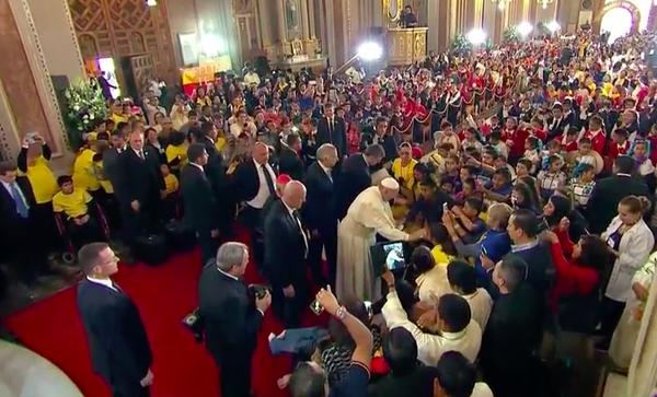 Nunca se dejen pisotear por nadie: Papa Francisco a niños