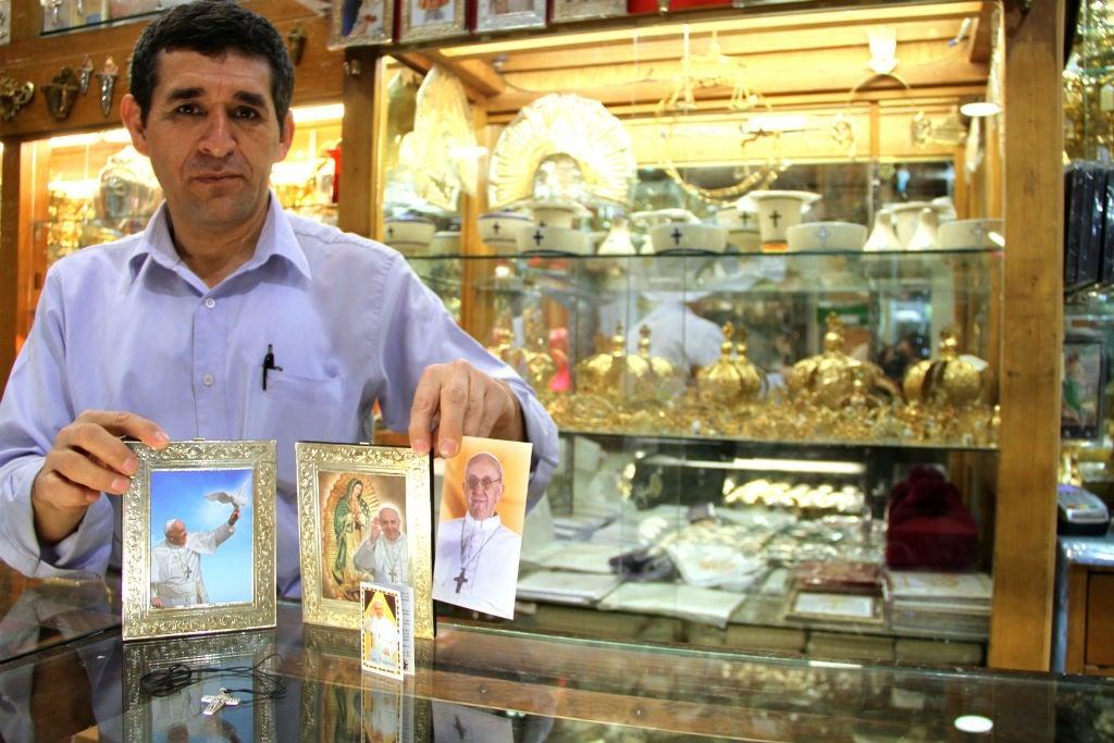 La venta de souvenirs en México mide fuerza del Papa Francisco