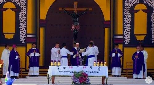 El Papa: «Nos haría bien pedir perdón» a los pueblos indígenas