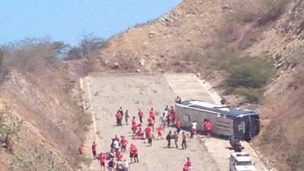 Equipo de fútbol de Argentina estuvieron a punto de morir tras que bus volcara