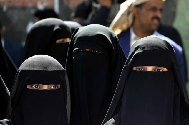El Estado Islámico arranca la carne a las mujeres que enseñan algo de su piel