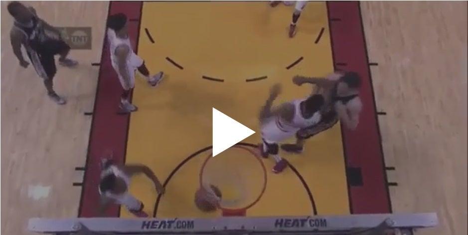 Vídeo: Jugador del Miami Heat propina codazo a su rival y le dan duro castigo