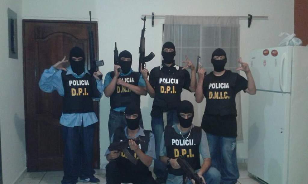 Polémica en redes por foto de pandilleros vestidos de la DPI