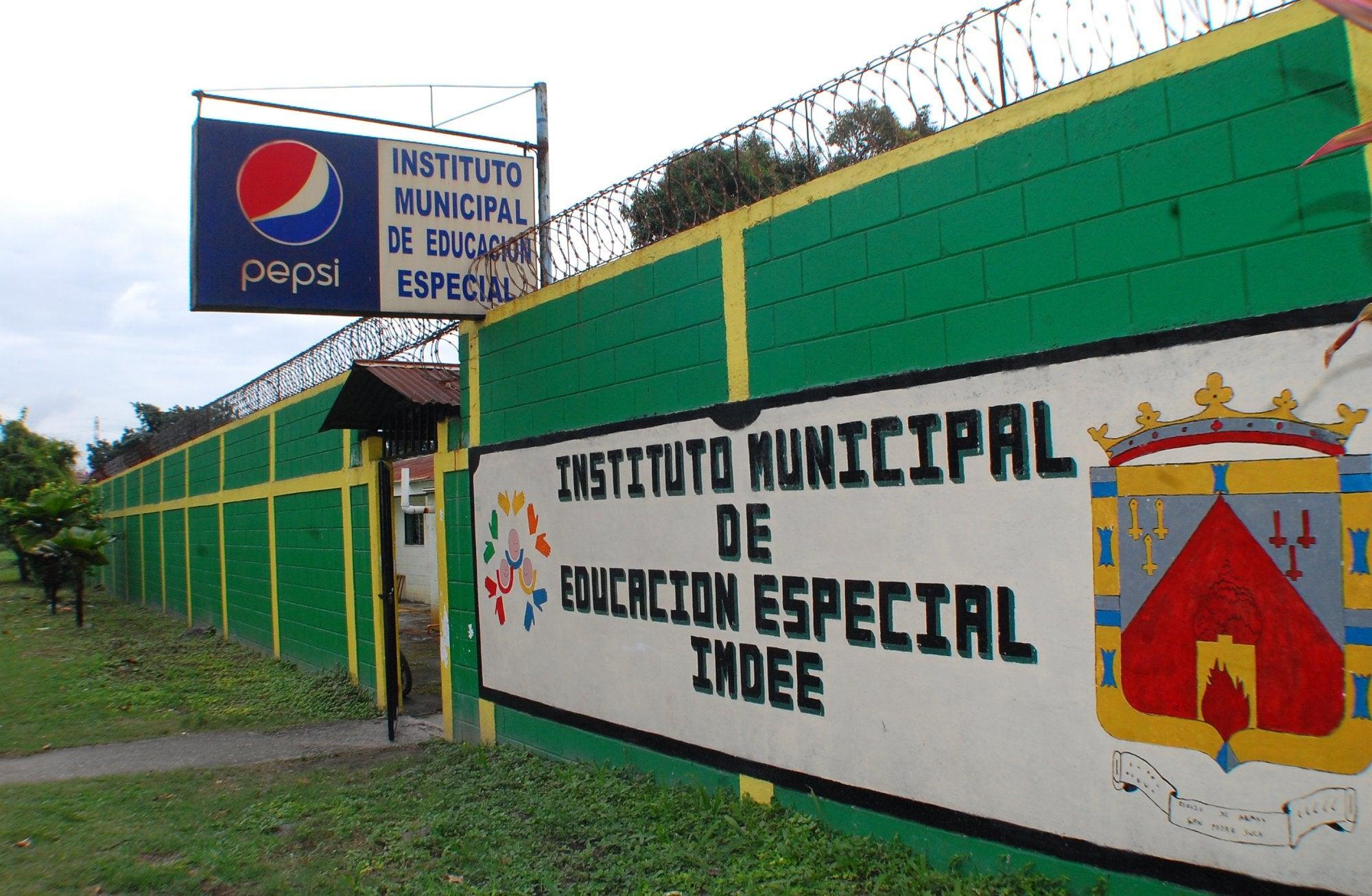 Instituto municipal de educación inicia año escolar con importantes mejoras