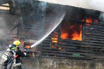 Registran incendio en la colonia Villanueva, Tegucigalpa.