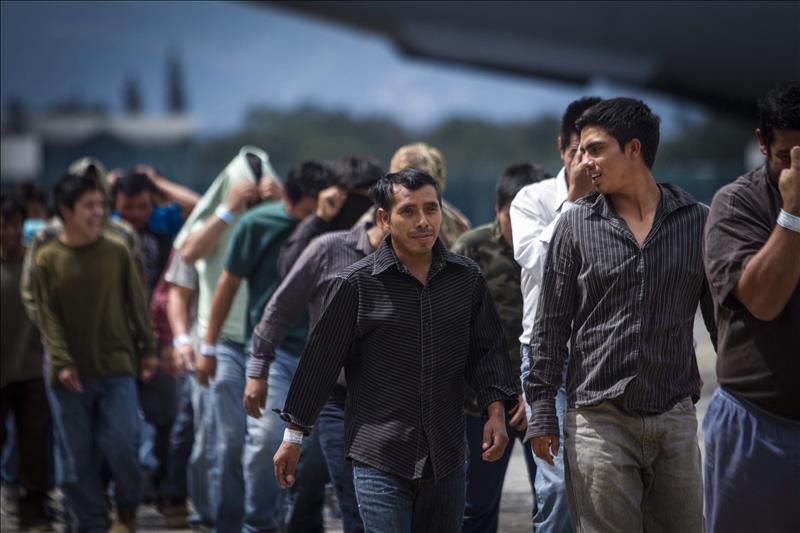 Cortes de inmigración colapsan por casi medio millón de casos