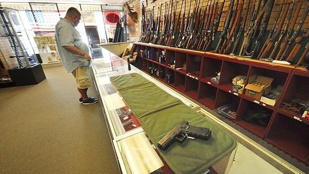 Iowa aprobó un proyecto de ley que les permitiría usar armas a menores de 14 años