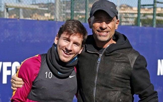 Messi anota golazo en entrenamiento del Barcelona con la compañía de Ramazzotti