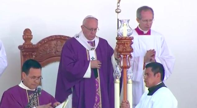 Papa Francisco celebra misa en Michoacán y pide  no caer en la resignación