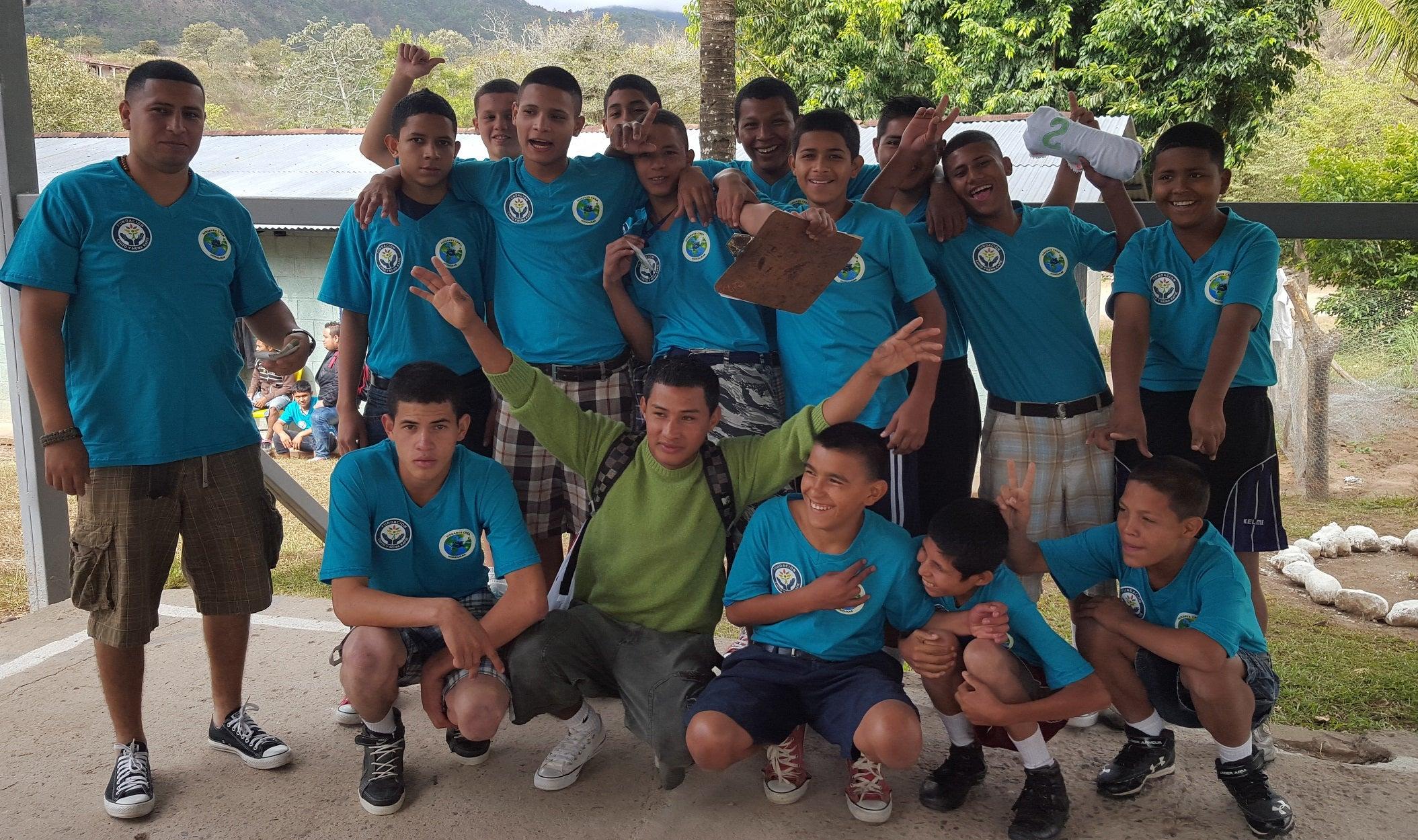 Fundación Chito y Nena Kafie presente en las justas deportivas de Hogares Crea