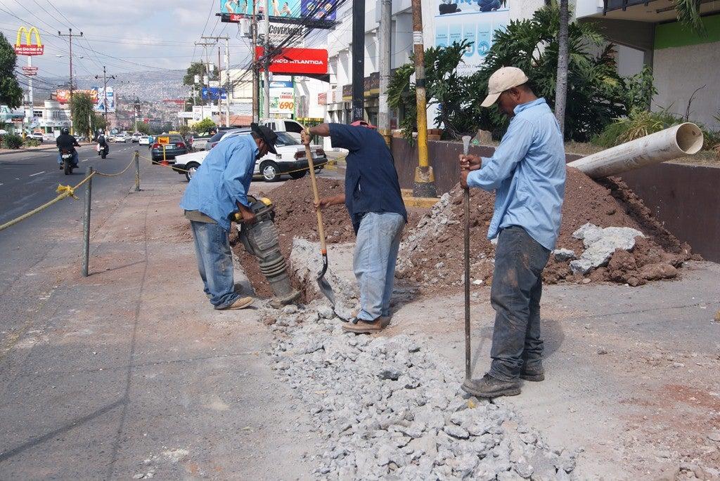 SANAA inicia rehabilitación de tubería dañada en Tegucigalpa