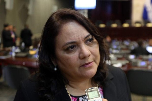 Gabriela Núñez interpone su renuncia a jefe de bancada del Partido Liberal