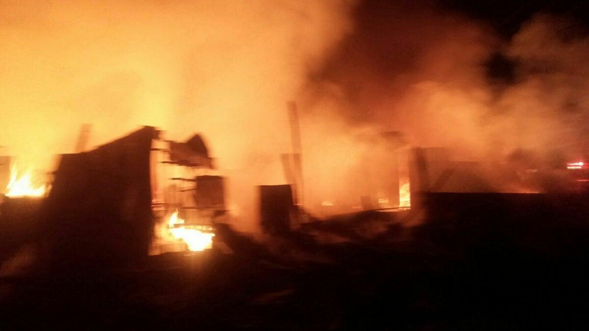 Incendio consume 80 puestos del mercado central de SPS