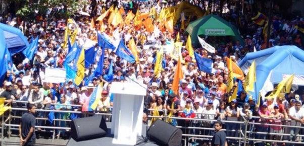 La oposición venezolana sale a la calle para exigir la renuncia de Nicolás Maduro