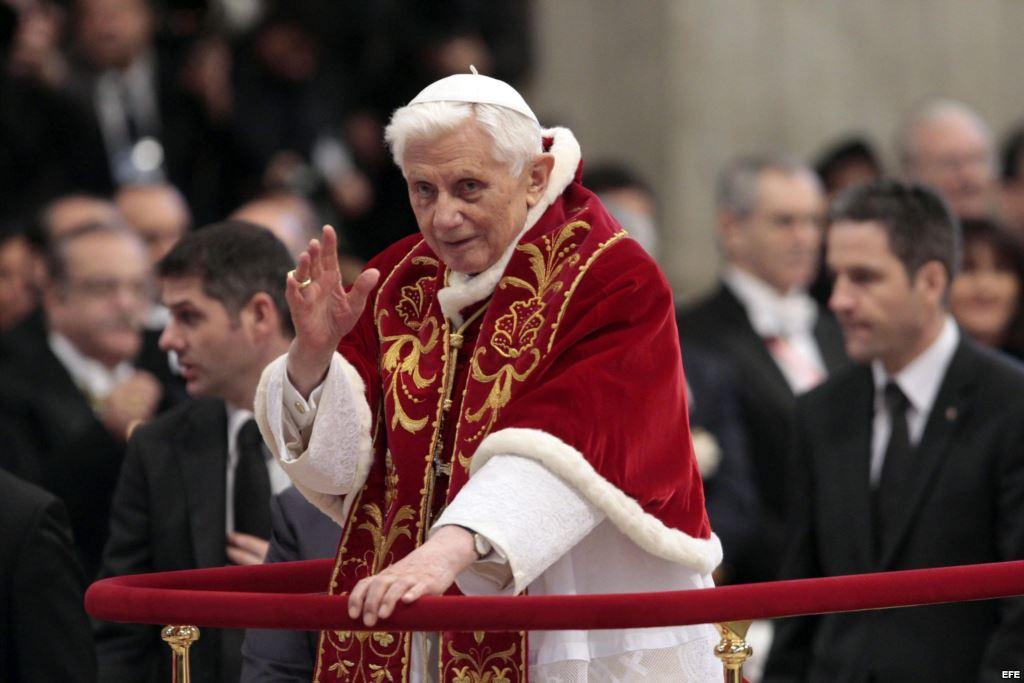 Benedicto XVI «se está apagando lentamente»