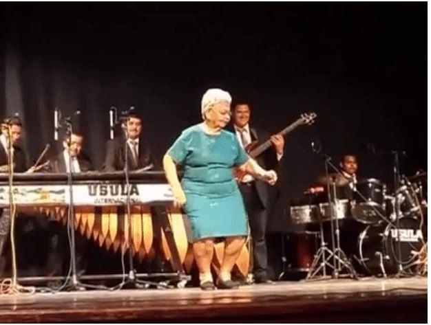VÍDEO: Doña Olga, la hondureña que baila mejor que una joven