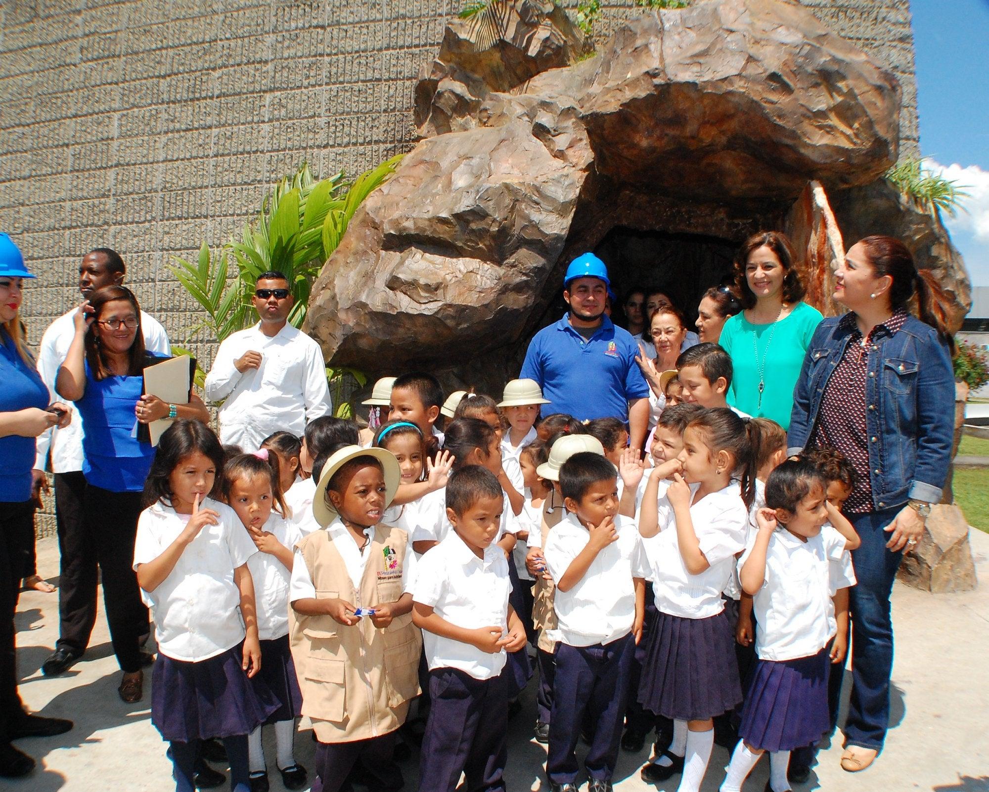 Inauguran sala de exhibición «La Caverna» en SPS