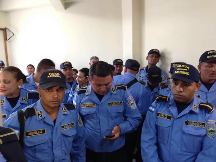 Paro de labores de policias en la capital