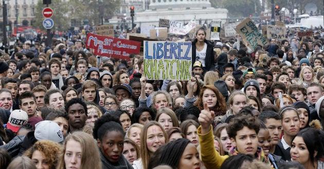 Francia afronta día de protestas por reforma laboral de Hollande