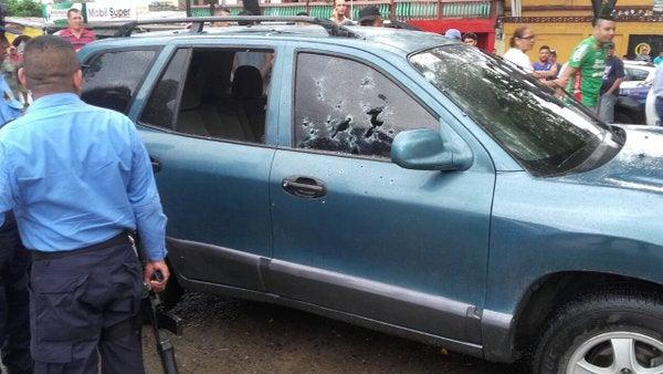 Acribillan a transportista y a su hijo en avenida Circunvalación de SPS