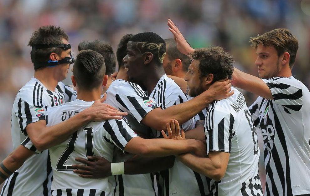 Juventus golea al Palermo y acaricia su quinto título consecutivo