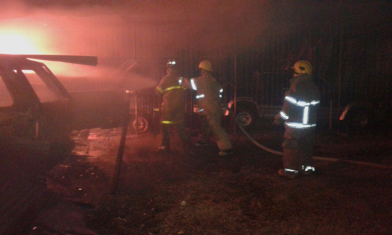 Incendio de tres vehiculos en Ceiba, Atlántida