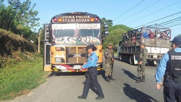 Matan a conductor y su ayudante en La Ceiba; dejan un mensaje