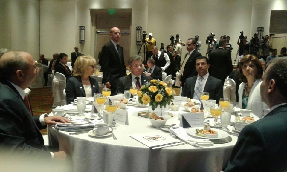 Presidente Santos solicita a empresarios de su país que inviertan en Honduras