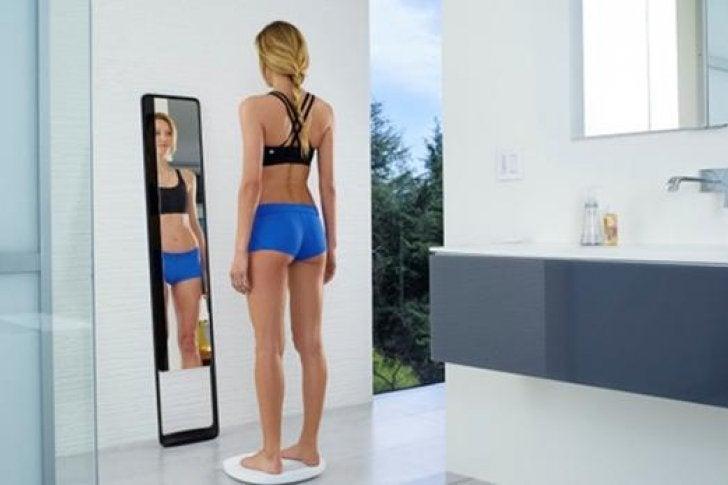 Crean un espejo inteligente que reproduce imagen en 3D