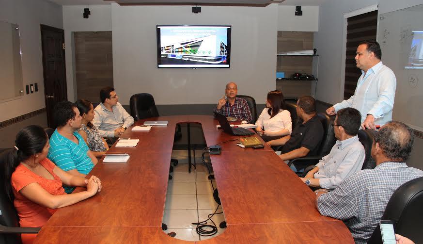 Alcaldia expone a locatarios avances de el nuevo y moderno mercado Central de SPS