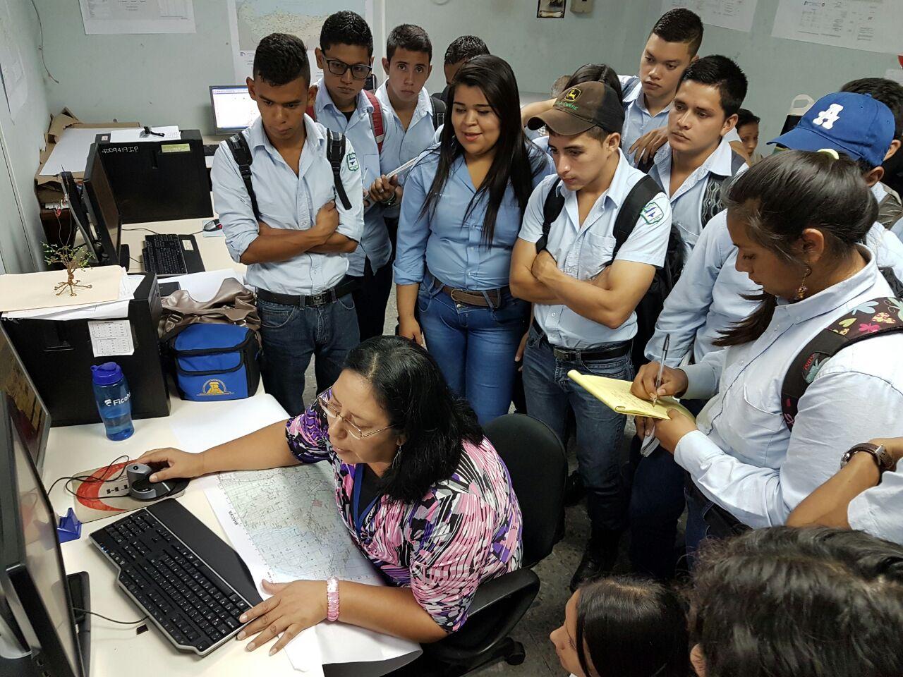 Tegucigalpa: Universitarios conocen sobre elaboración de mapas