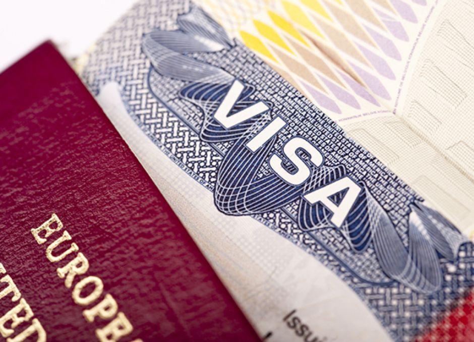 Estadounidenses y canadienses podrían necesitar visa para viajar a Europa