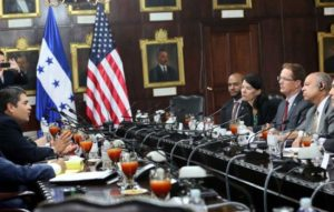El presidente de la República, Juan Orlando Hernández, recibió en Casa Presidencial al secretario de Seguridad Nacional, Jeh C. Johnson.