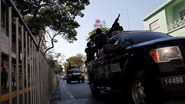 VÍDEO: Policía graba a compañero abusando de una menor