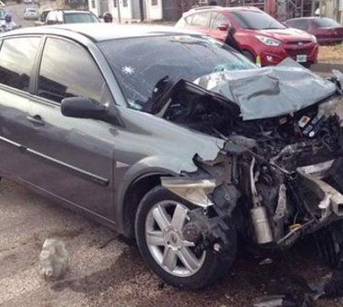 Tegucigalpa: Accidente vial deja a mujer atrapada en su vehículo