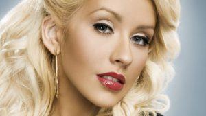 Christina Aguilera, canta e imita.