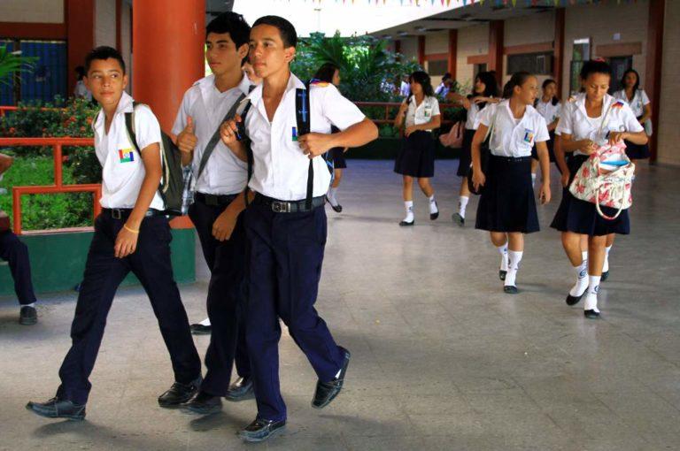 Colegios de la zona norte vuelven a clases tras acuerdo con Educación