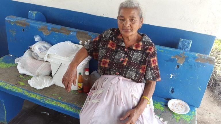 Doña Isabel, una abuela tenaz e incansable a los 78 años