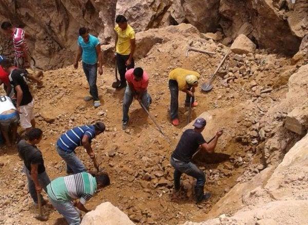 """Carlos Padilla: """"Mina del Corpus ha estado cerrada pero mineros ingresan ilegalmente"""""""
