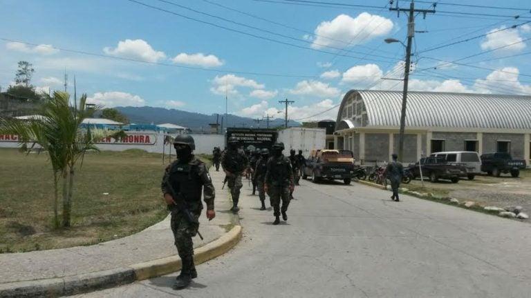 Drogas, armas, y celulares decomisan en la Penitenciaria Nacional en Támara