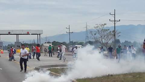 VÍDEO: Heridos y detenidos en protesta en peaje de San Manuel
