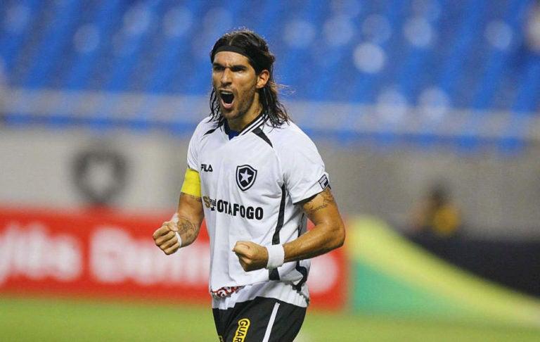 El 'Loco' Abreu jugará en el salvadoreño Santa Tecla