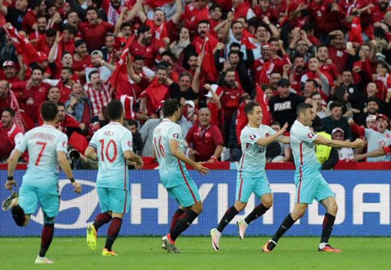Turquía derrotó a República Checa y sueña con llegar a octavos de la Eurocopa