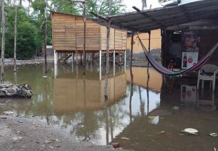 Varias viviendas afectadas en Cedeño por fuertes olas