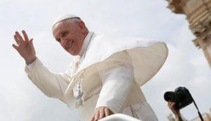 El Papa excomulga a grupo sectario fundado en Italia .