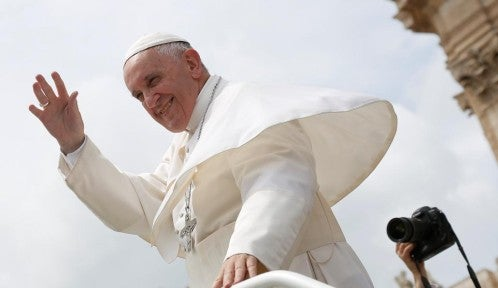 El Papa: jóvenes no deben casarse solo porque la chica «se embarazó»
