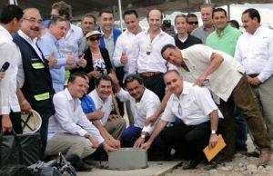 En esta foto se capta cuando el 21 de mayo se colocó la primera piedra como símbolo del inicio de los trabajos del Corredor Turístico.