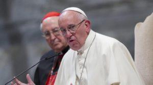 """El Papa: jóvenes no deben casarse solo porque la chica """"se embarazó""""."""