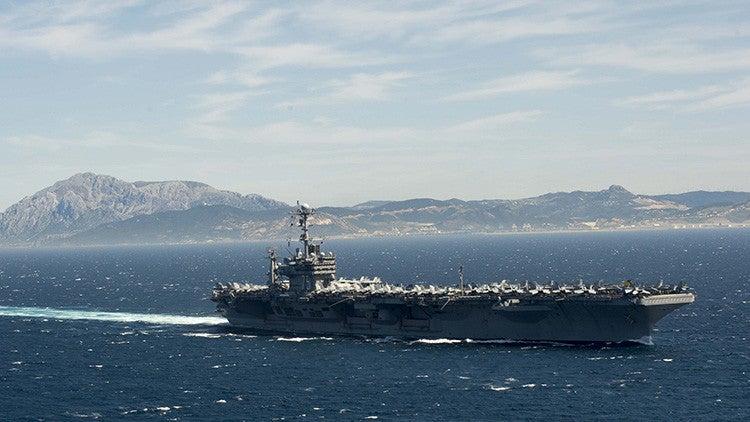 EE.UU. lanza ataque desde un portaaviones contra el Estado Islámico