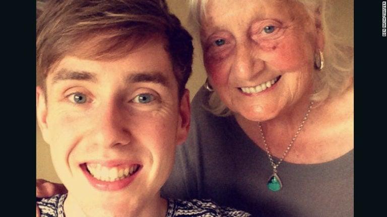 Adorable y educada búsqueda de una abuela en Google se vuelve viral
